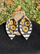 Load image into Gallery viewer, Sunflower Leather Earrings