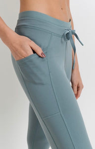 Raise The Barre - capri jogger w/pockets