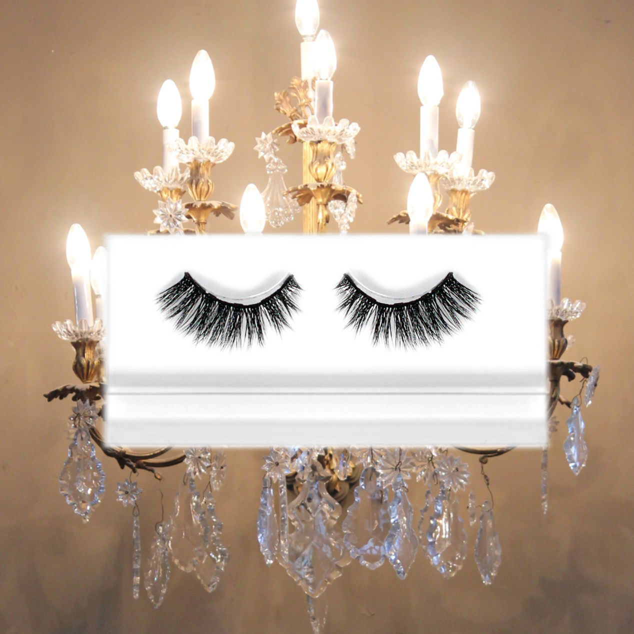 priceless flared cat-eye false lashes with fancy chandelier design
