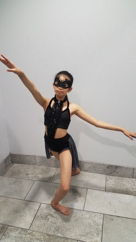 Nobody knows who I am dance costume