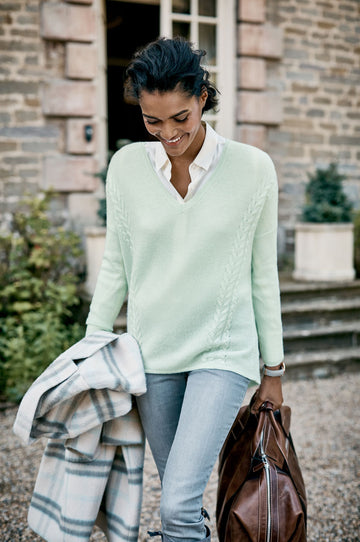 Gassato Cable V Neck Sweater