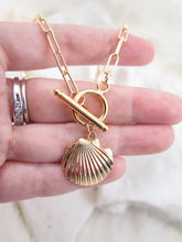 Load image into Gallery viewer, Seashell Gold Necklace