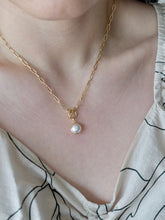 Load image into Gallery viewer, Tiny Pearl Paperclip Chain Necklace