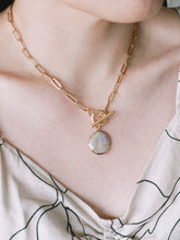 Load image into Gallery viewer, Pearl Paperclip Chain Necklace