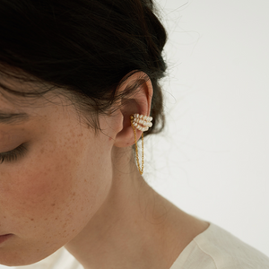 Load image into Gallery viewer, Fay pearl earcuff