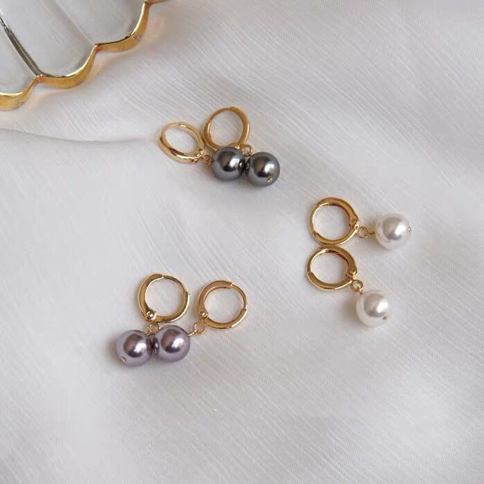 Lucy pearl earrings