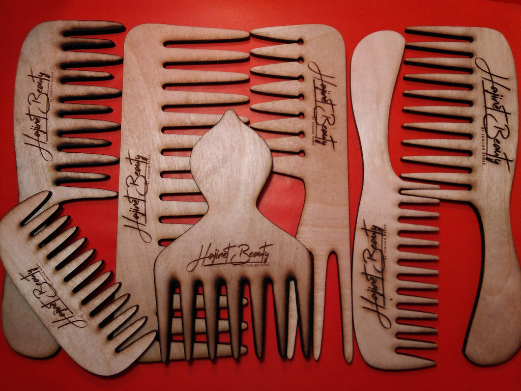 Five assorted wooden combs set