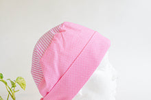 Charger l'image dans la galerie, Side view of Cotton Cloth Scrub Hat, Pink Stripes & Dots pattern