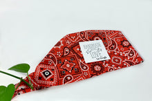 Charger l'image dans la galerie, Folded Red Western Paisley Scrub Cap