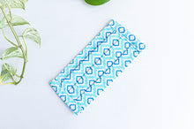 Charger l'image dans la galerie, Pleated face mask in Aqua printed pattern