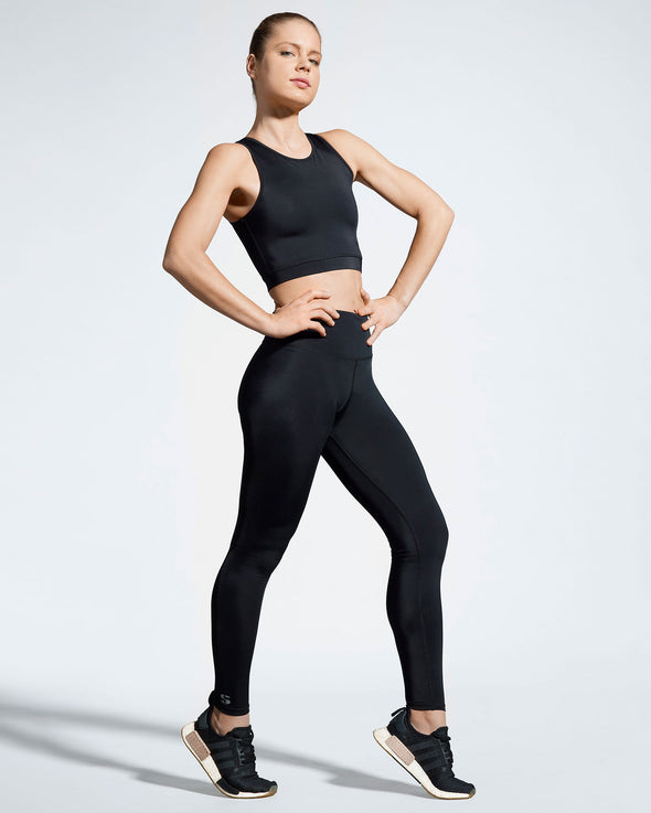 Debutto sustainable activewear crop in black side view