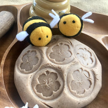 Load image into Gallery viewer, Playdough Bee Stamps