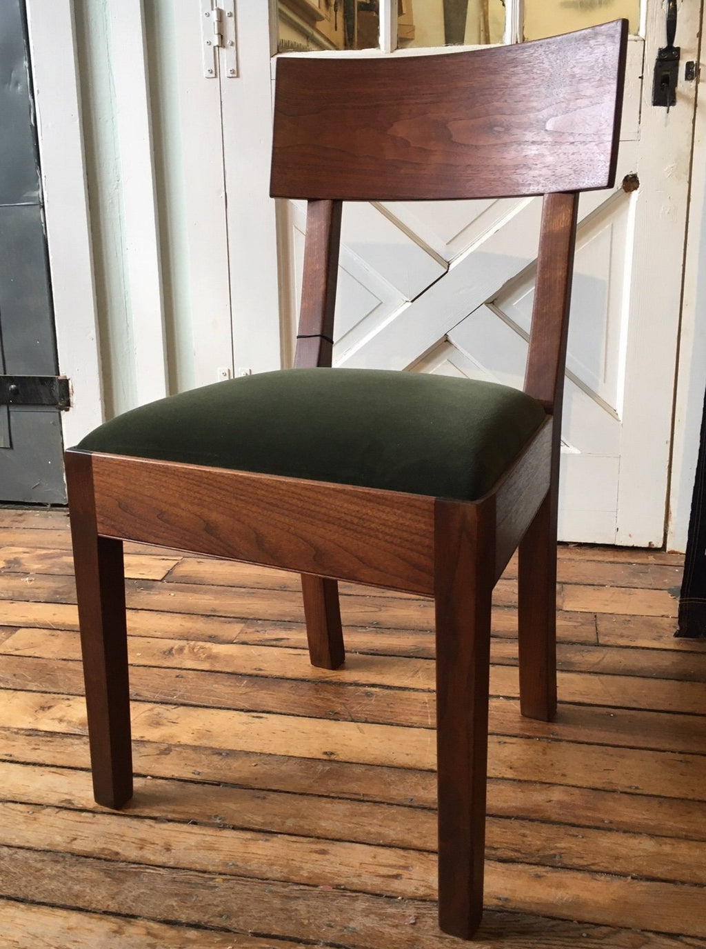RICARDO SIDE CHAIR IN WALNUT