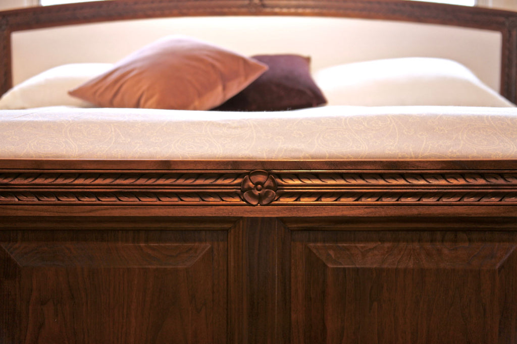 JUNIPER KING BED IN WALNUT