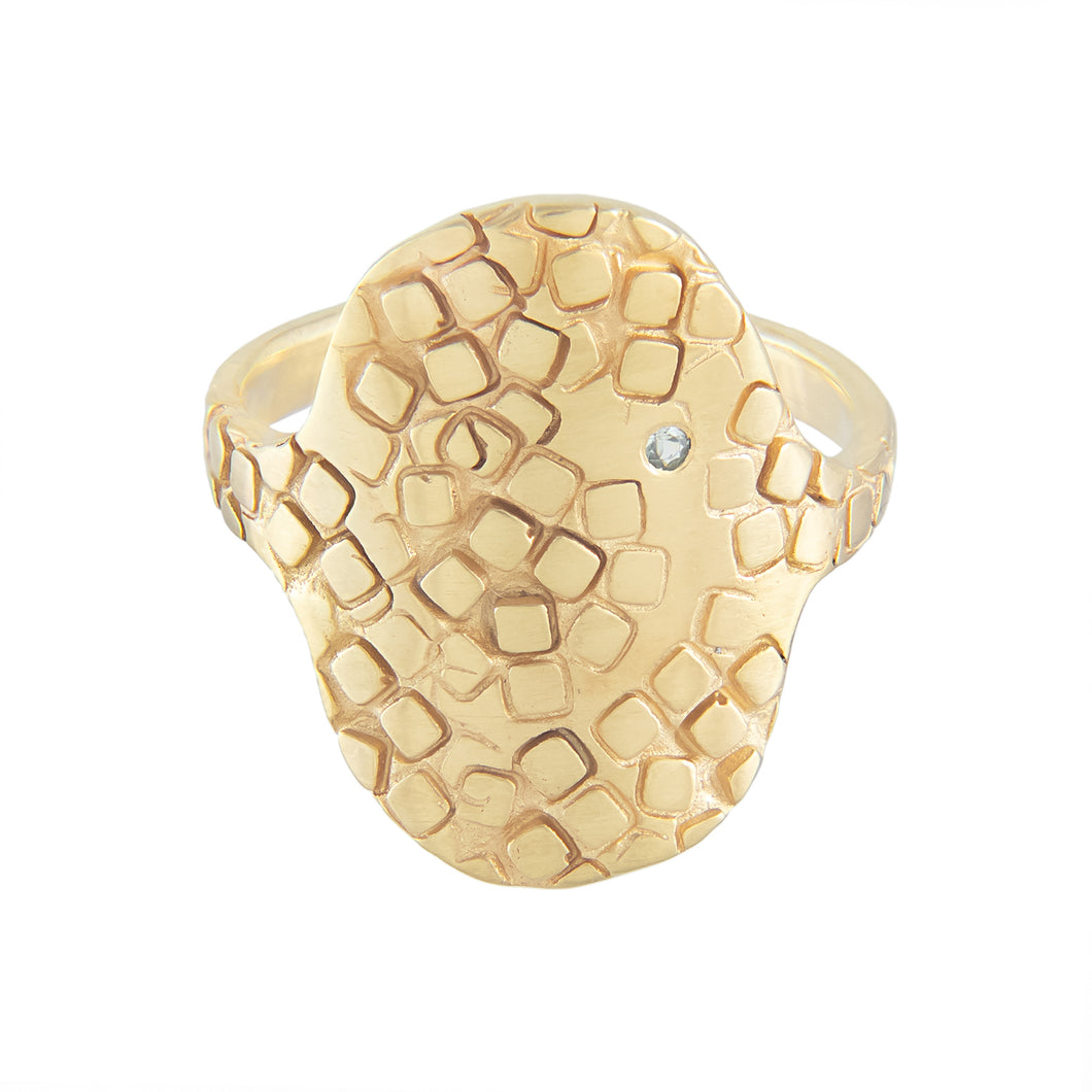Large oval shield signet ring with green sapphire and square texture at the front in gold plated silver | Imprint Collection | Margo Orlovik