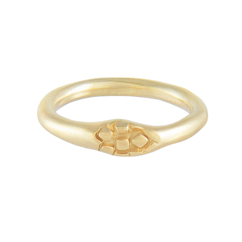 Thin organic band ring with square pattern in gold plated silver | Imprint Collection | Margo Orlovik