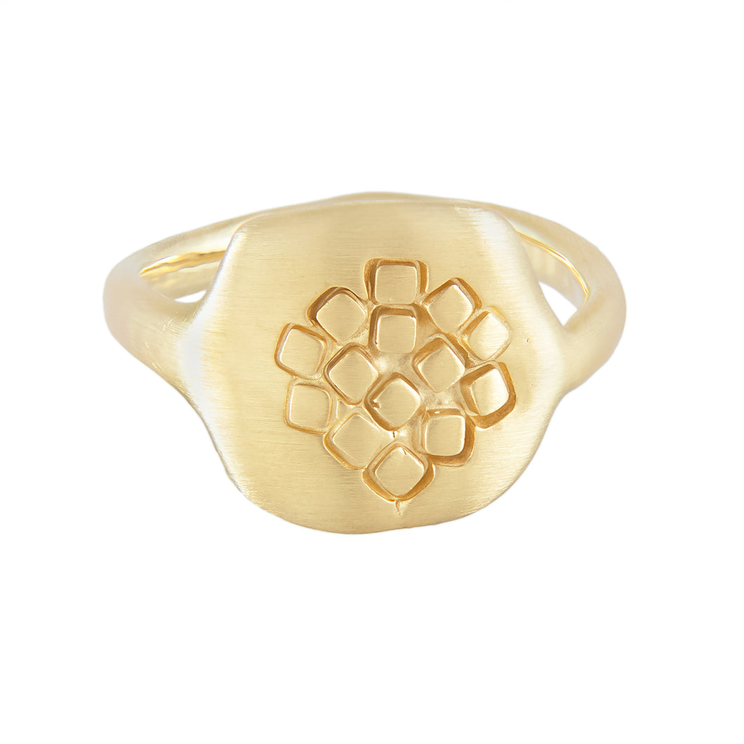 Rounded square-hexagonal organic signet ring with square pattern at the front in gold plated silver | Imprint Collection | Margo Orlovik