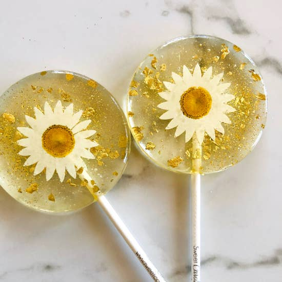 Daisy and Gold Lollipop: Mandarin Orange Flavor