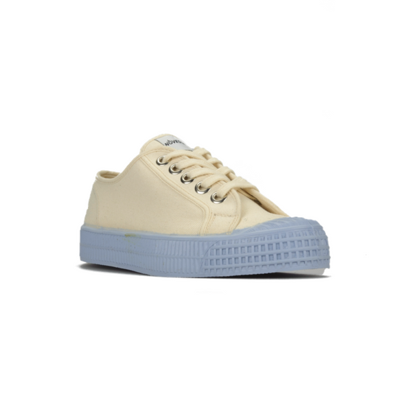 Beige canvas low top sneaker with blue sole
