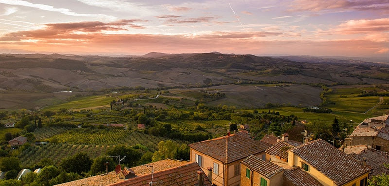 Picture of the Tuscany region, mountainous and rural