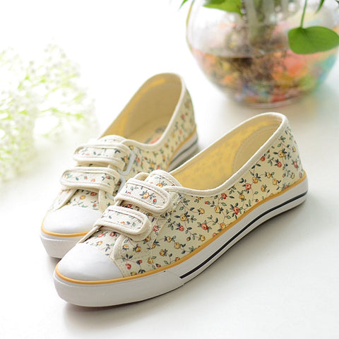 2015 Hot sale Summer canvas size(35-39)blue+yellow+red shoes  pedal velcro shoes lazy  floral print shoes Rural stly