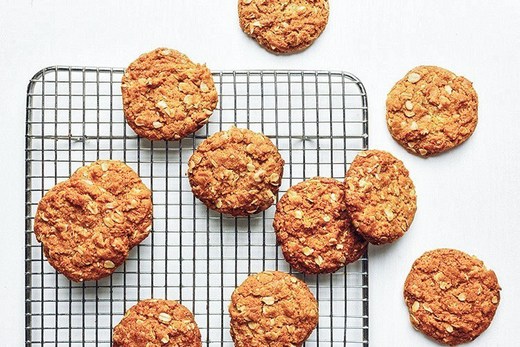 With our Anzac biscuit mix, you can make quick, easy and delicious Anzac biscuits to enjoy. Come to visit Gram Sustainable to try it out.