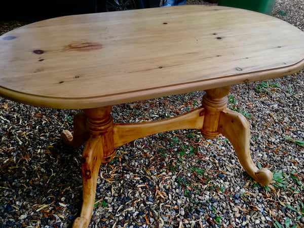 Vintage Oval  4 seater pine dining table  - to have it painted please contact me to discuss what you would like.