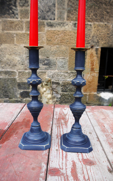Set of two candlesticks in midnight blue and gold.