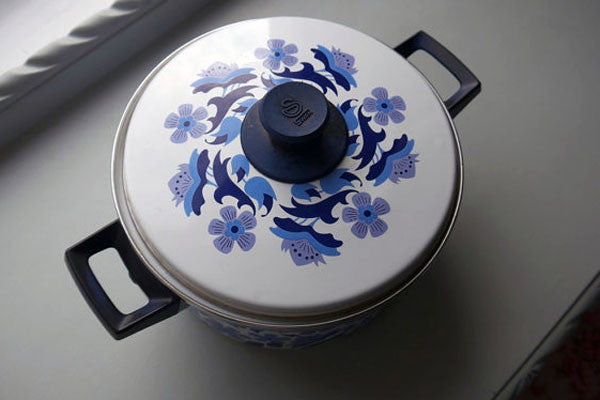 Vintage 1960's Swan enamel casserole dish blue and white retro design from Emily Rose Vintage