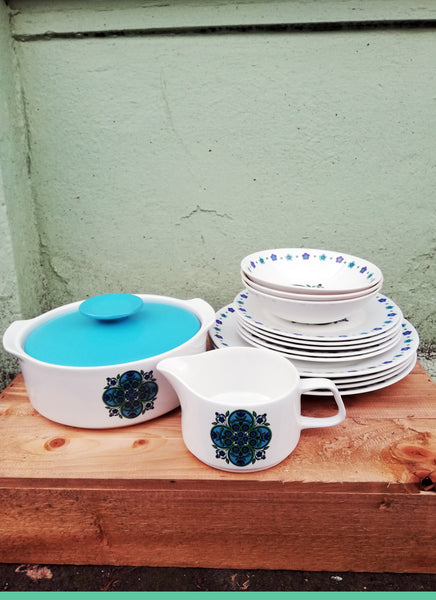 Vintage JG Meakin crockery set