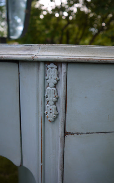 Vintage blue painted dressing table in miss mustard seed milk paint