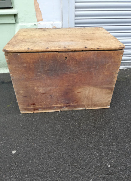Vintage wooden trunk / coffee table / chest