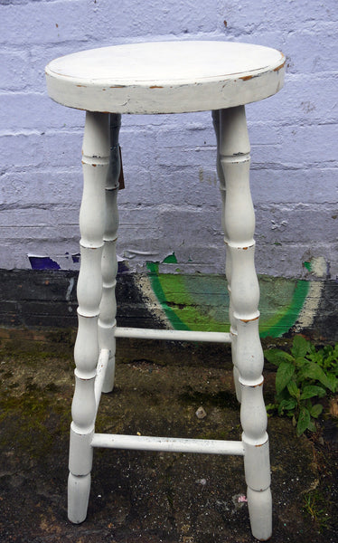 Vintage pine bar stool painted in miss mustard seed milk paint farmhouse white with a vintage finish
