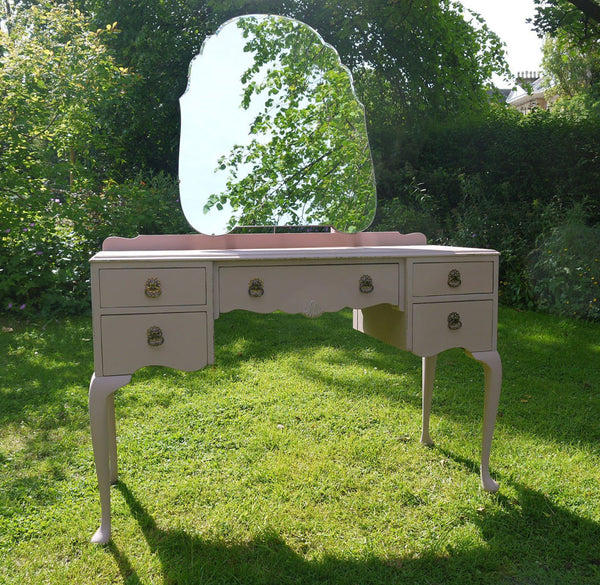 vintage dressing table in Mis mustard Seed Milk paint Arabesque