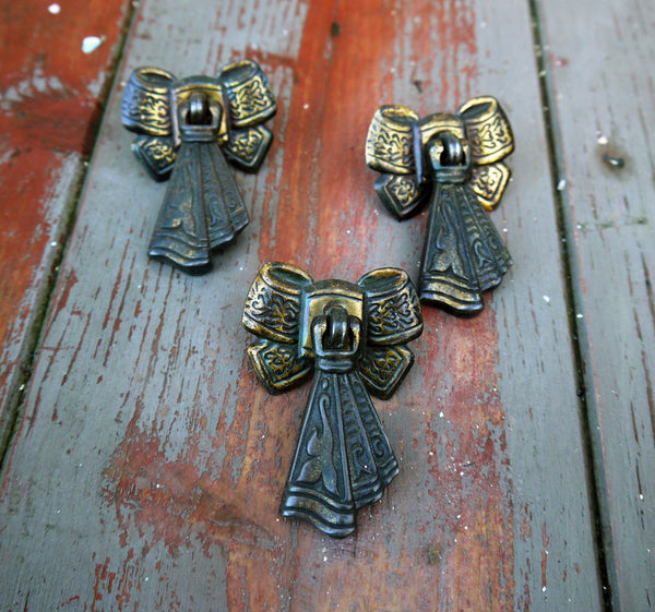Vintage bow shaped cupboard cabinet knobs handles drawer pulls