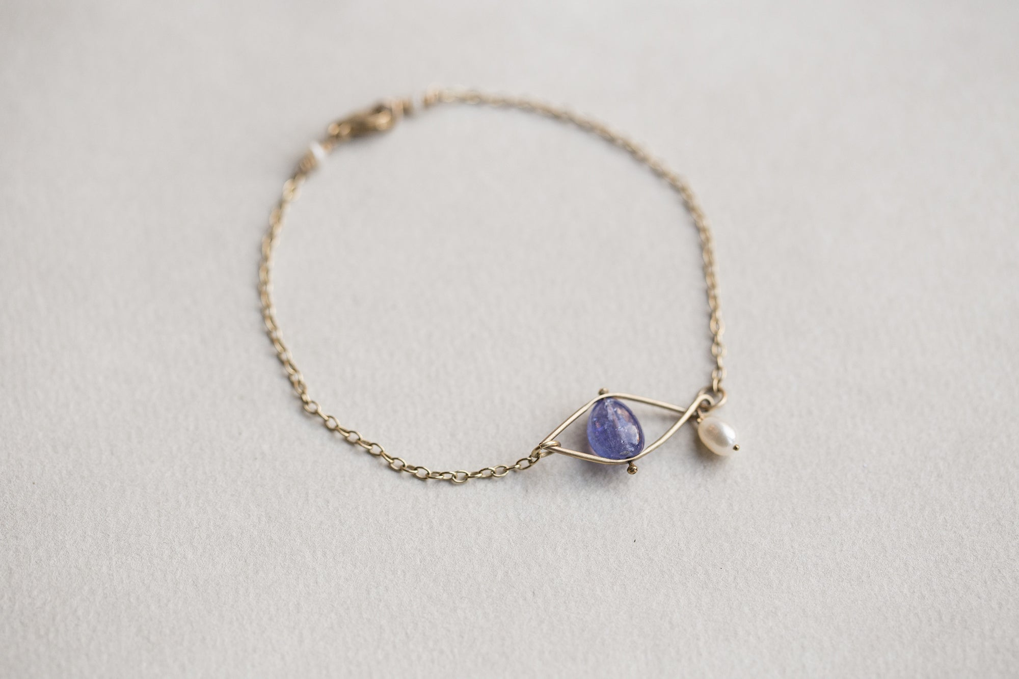 Claire van Holthe Tanzanite eye bracelet with pearl