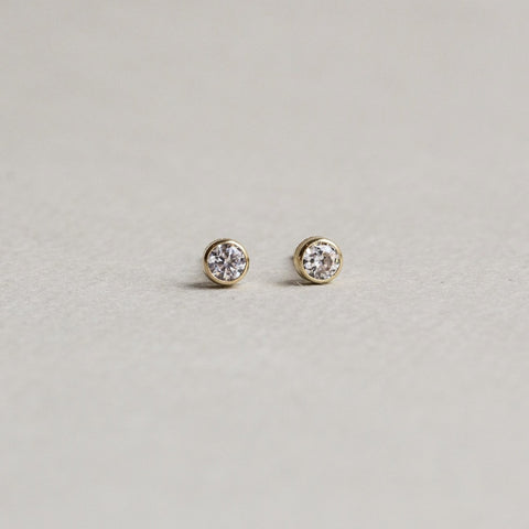 felt 9 carat gold simple cubic zirconia stud earrings