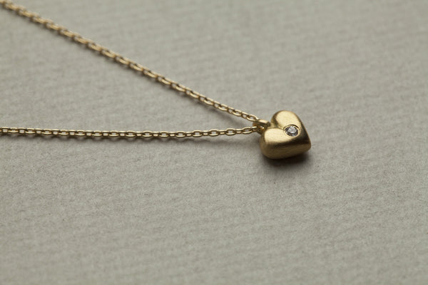 curvy heart pendant with diamond