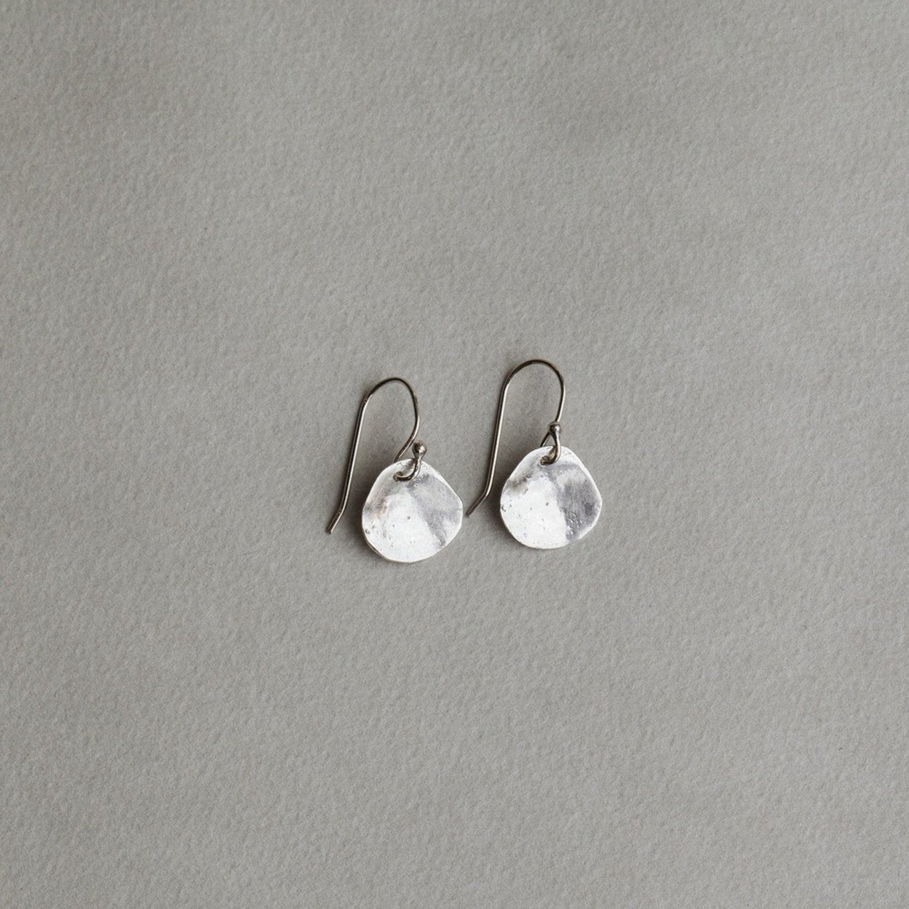 the extraodinary reflectivity of these earrings makes them stand out on virtually anyone