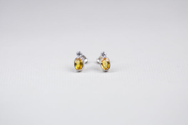 Vintage White Gold Earrings with Diamond and Yellow Sapphire