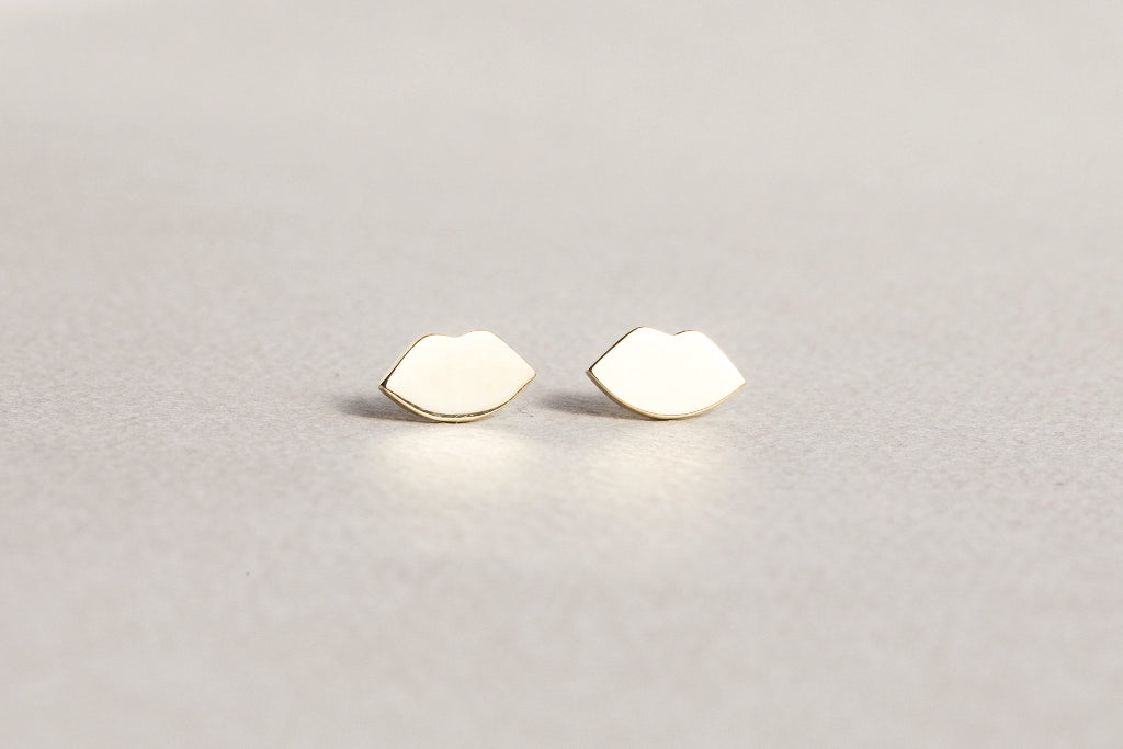 fantastically simple and intriguing lips studs made of gold plated silver