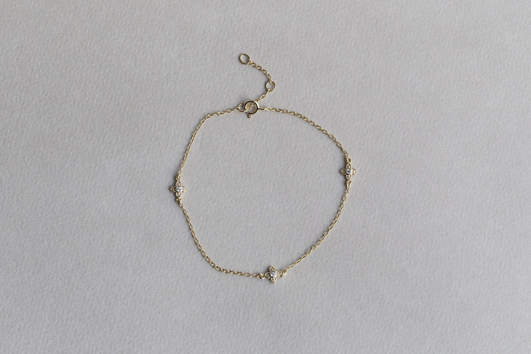 delicate clover bracelet with cubic zirconia middles