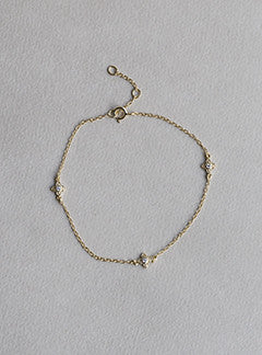 tiny vintage four leaf clover bracelet made of gold plated silver and cubic zirconia
