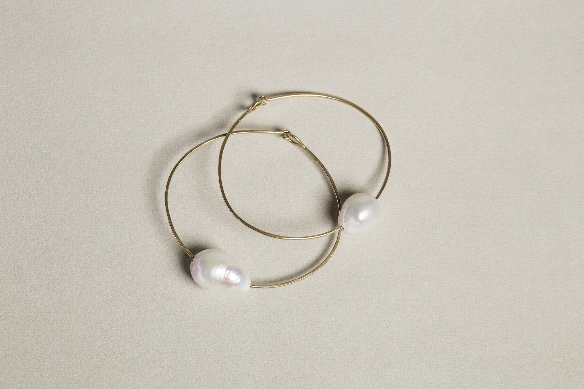 gorgeous white pearl cuff