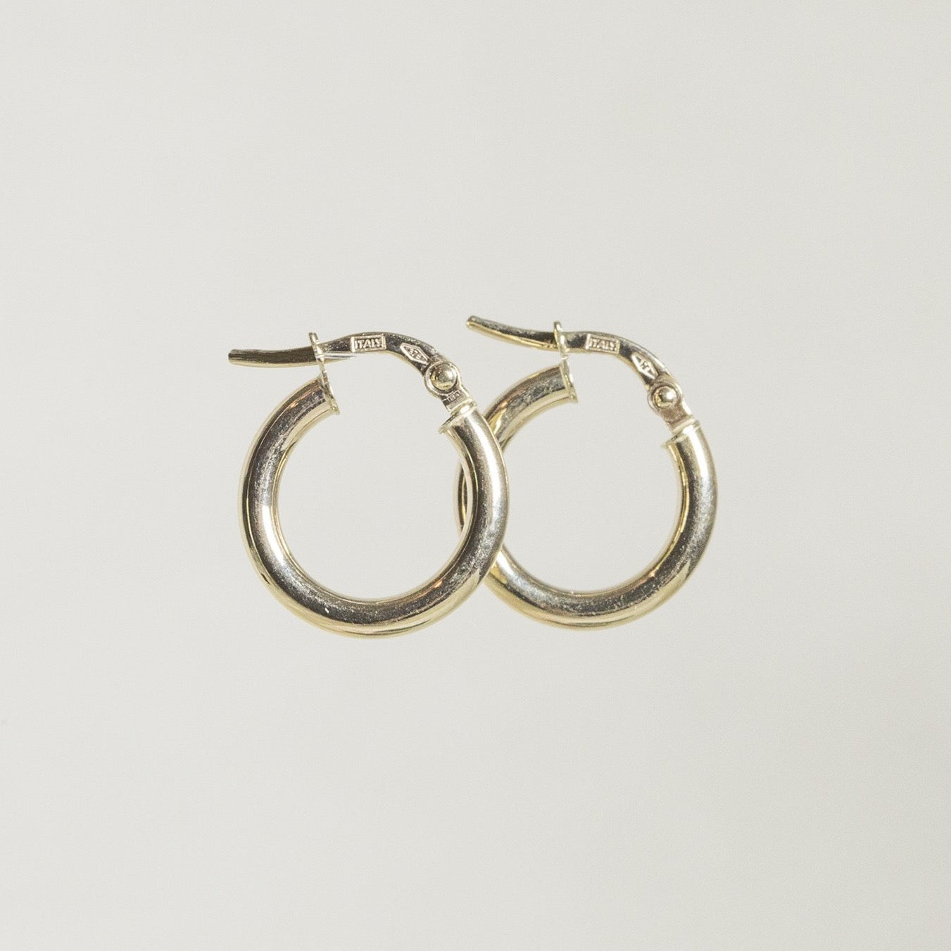 felt 9 Carat Gold Round Edged Hoops