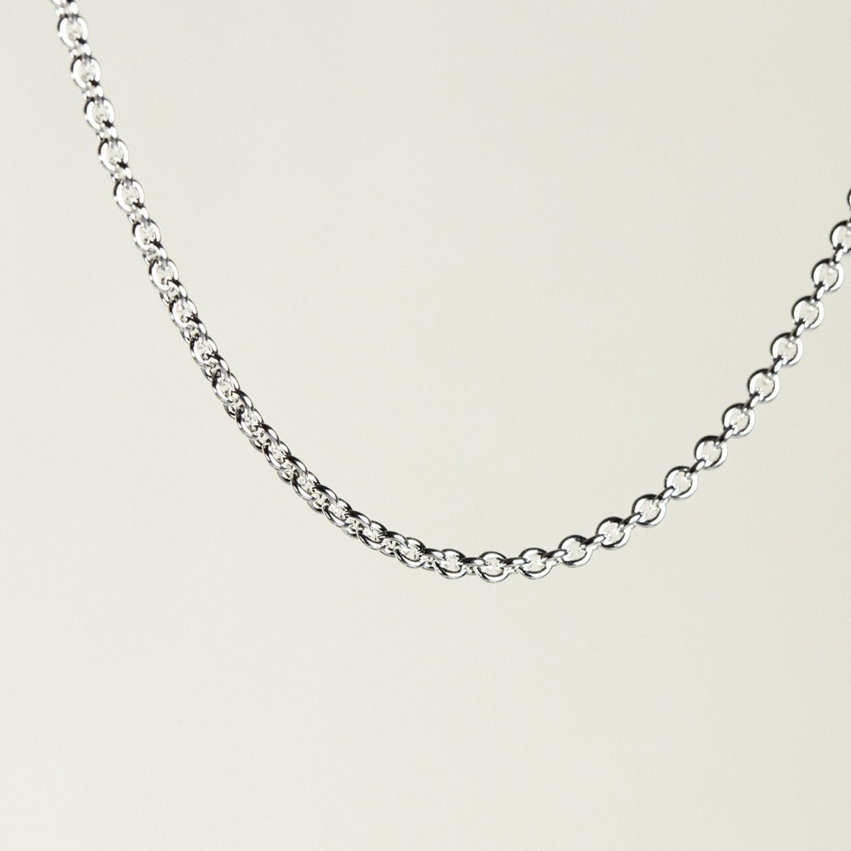 fine trace chain in white gold