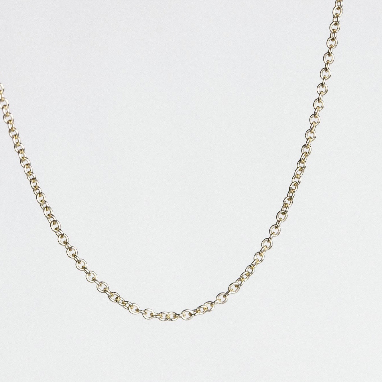 fine trace chain in yellow gold