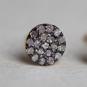 a closer look at our incredible diamond disc studs, in order to show the detail we had direct them away from light!