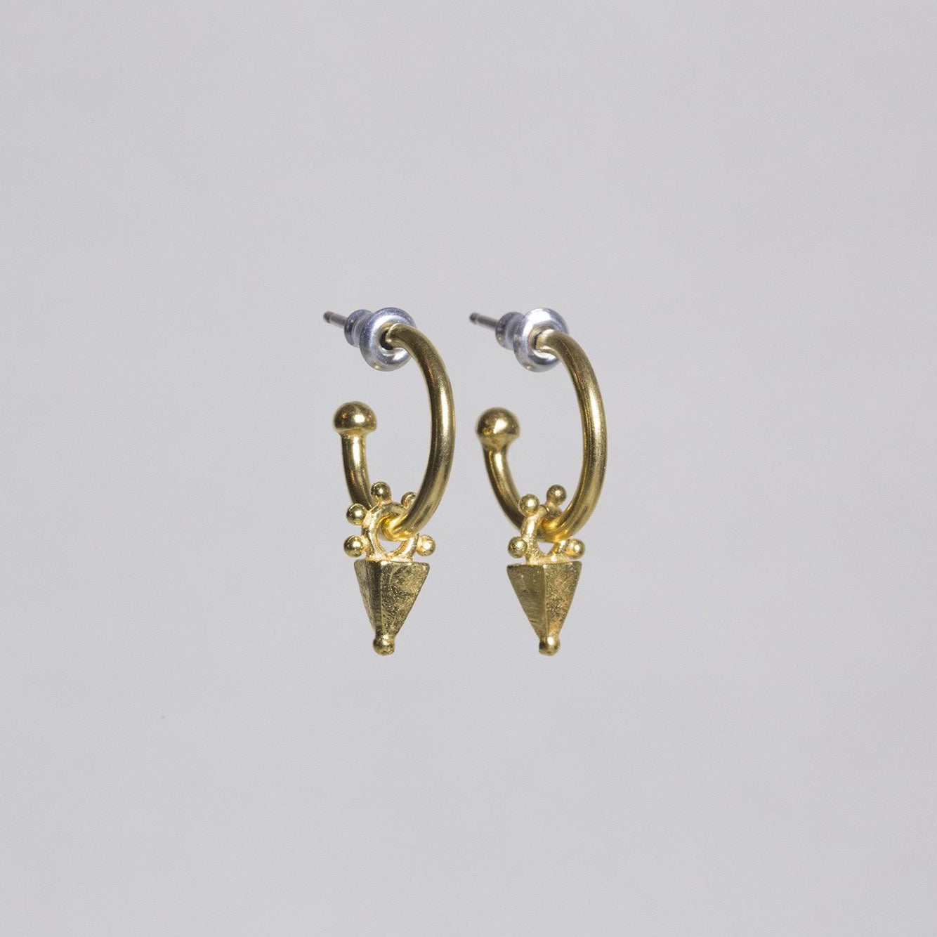 fantastic arrowhead-like charms hang off a hoop, all gold plated, these are a copy of ancient earrings