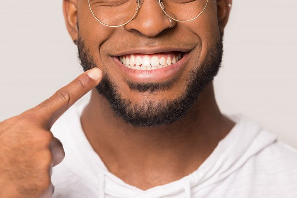 Man Behind The Mirror - Blog - Teeth Whitening - Teeth Maintenance - Best Practice